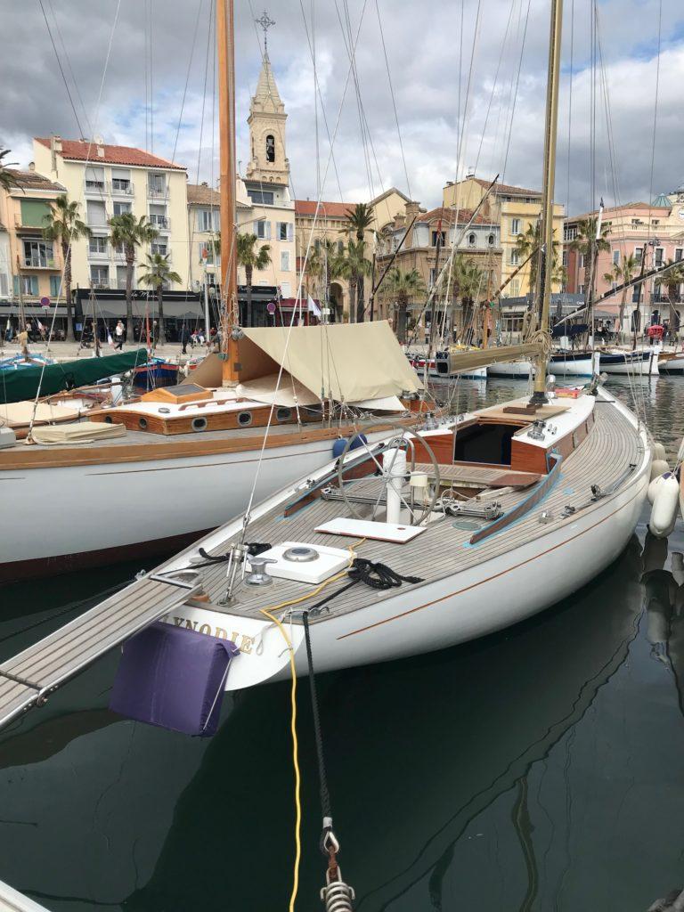 Sanary, vu du mouillage des voiliers classiques